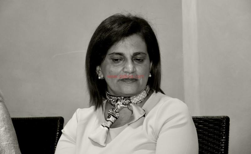 Maria T. Oliva231