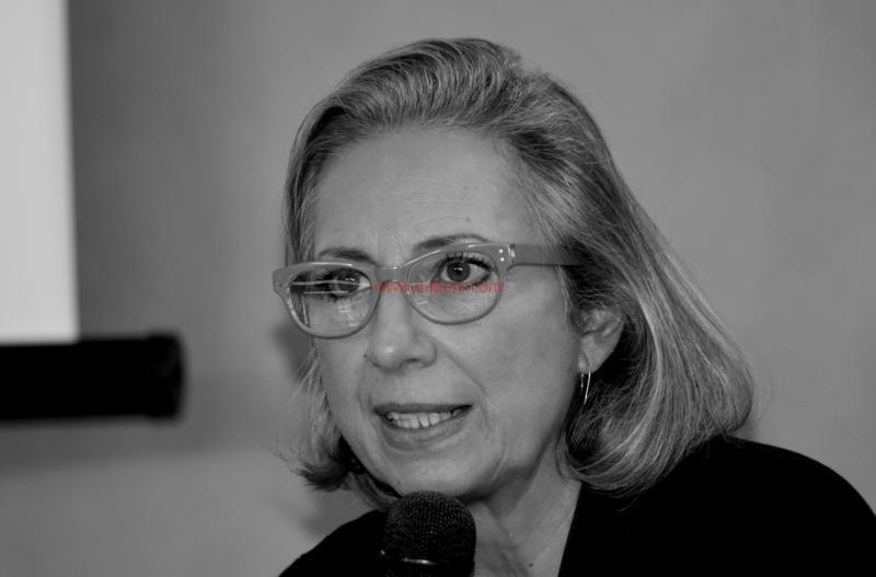 Maria T. Oliva272