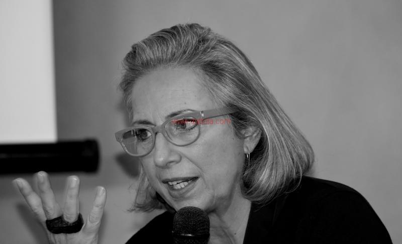 Maria T. Oliva274