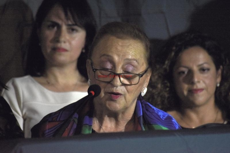 Femmine e Madri021