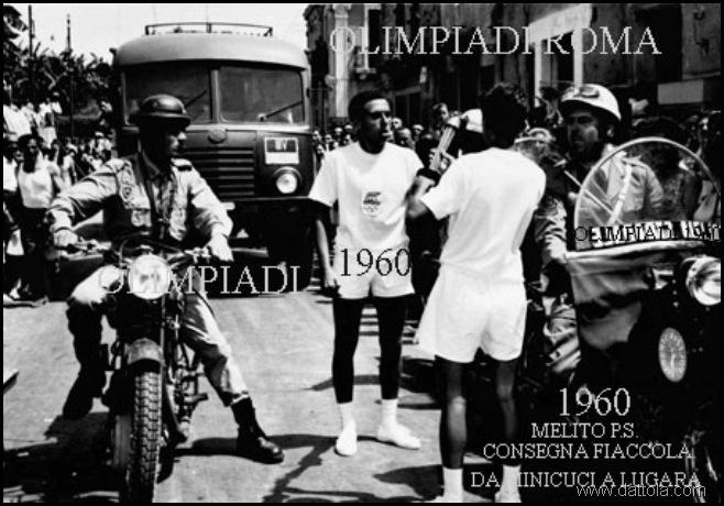 OLIMPIADI 1960 CONSEGNA DELLA TORCIA DA M MINICUCI A F