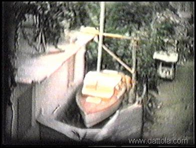 21 il cantiere con la barca pronta per il varo