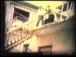 6 varie scene discesa dello scheletro dal terrazzo8