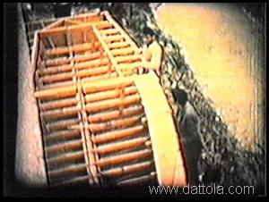 7 varie scene discesa dello scheletro dal terrazzo11